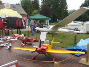 Segelflieger und Modeller auf dem Stadtfest